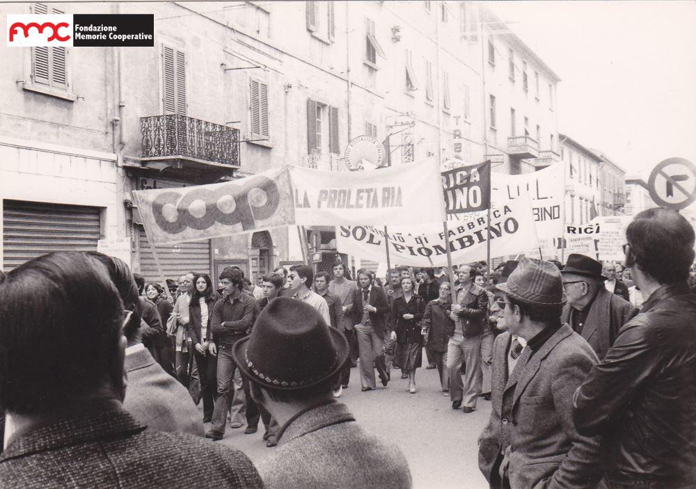 Foto 7. Manifestazione dei lavoratori coop contro il fascismo, Piombino 1970