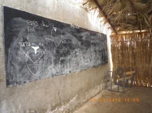 Foto 4. Una classe della Scuola primaria pubblica di N'Dangane, Senegal, Aprile 2012. Foto dell'autrice.