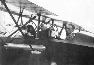 """""""L'Illustrazione Italiana"""" (18 agosto 1918). D'Annunzio e il capitano Palli in partenza per Vienna"""